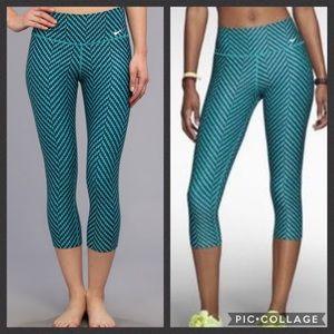 Nike legend zig zag Capri leggings